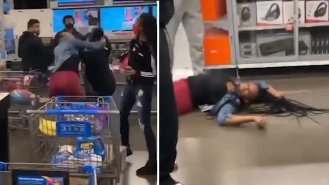 美国两名女子为争夺一台PS5游戏机在超市内大打出手
