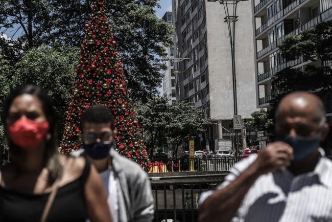 """特写:中国商品点""""靓""""巴西圣诞节"""