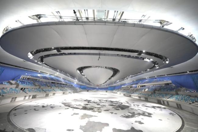 △12月25日,2022年北京冬奥会标志性建筑——国家速滑馆完工。