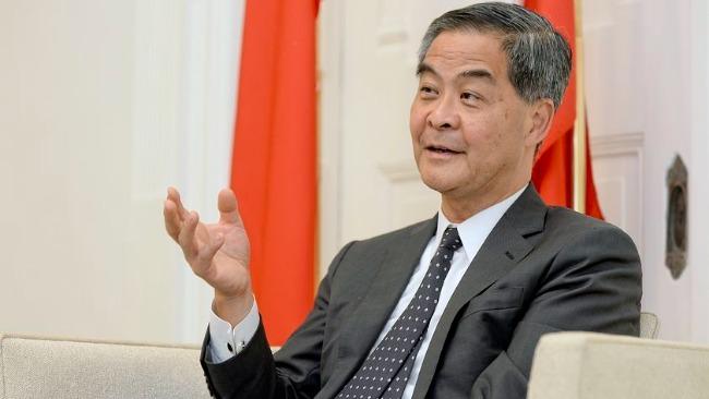梁振英驳斥BBC记者为双标辩护:美国警察会和香港警察一样克制吗