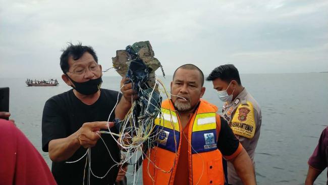 搜救队发现的电缆(MetroTV)