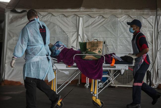 """变异新冠病毒加剧疫情 南非继续维持三级""""封锁令"""""""