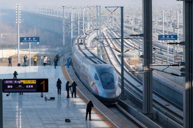 △2020年12月27日,京雄城际铁路正式开通运营,雄安站正式投入使用。北京西站至雄安新区间最快旅行时间50分钟,北京大兴国际机场至雄安新区最快19分钟可达。