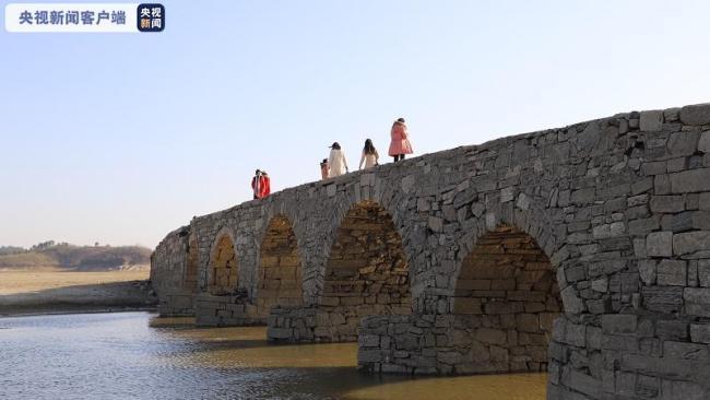 五眼石拱古桥现身鄱阳湖底 明代古桥风韵犹存