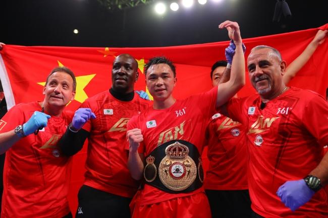 本场比赛获胜方将包揽WBA超级拳王与IBF世界拳王两条金腰带,同时将获得《拳台》杂志羽量级金腰带。
