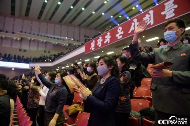 当地时间2021年1月22日,朝鲜平壤,庆祝朝鲜劳动党第八次代表大会大型演出《歌颂党》举行。
