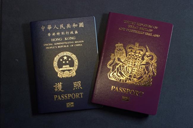 国泰航空发内部信,要求员工本月底前弃用BNO护照