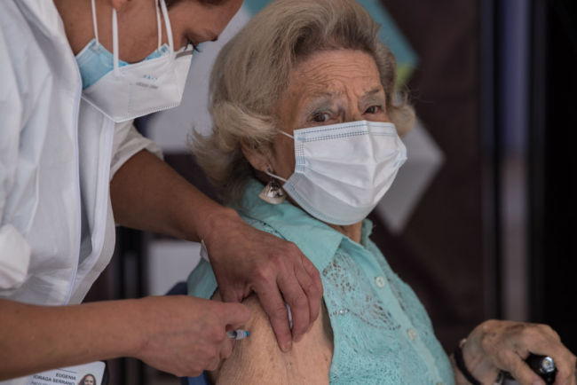 中国新冠疫苗助力智利启动全国大规模接种