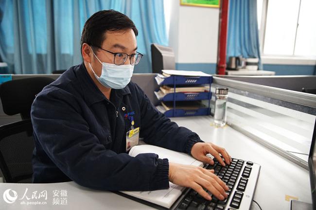 """【新春走基层】合肥打工者:过年不回家,工厂也是""""家"""""""