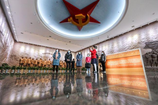 奋斗百年路 启航新征程 |一座楼·一棵树·一个光辉时刻——遵义会议会址的红色故事
