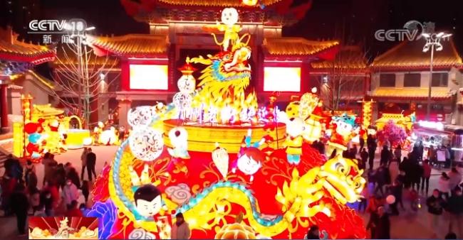 """红灯笼、中国结……各地纷纷扮靓迎新春""""犇""""牛年"""