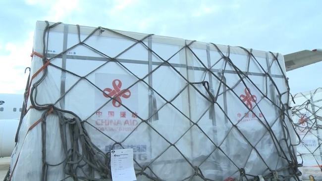 中国援助津巴布韦新冠疫苗运抵哈拉雷 津副总统奇温加到场迎接