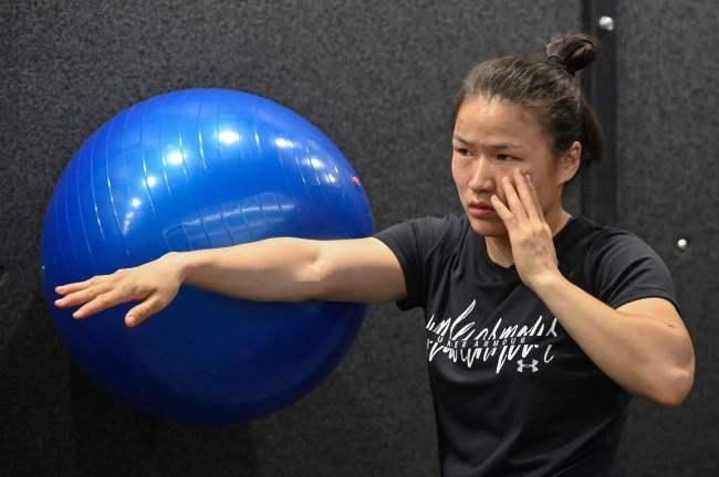 张伟丽敲定UFC卫冕战:赢了,她就是无可争议的世界第一