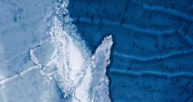 这是3月30日拍摄的青海湖开湖景观(无人机照片)。