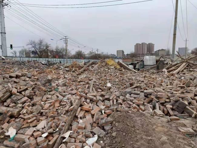 女子称隔离期间老宅被拆,事发一年仍不知是谁拆的