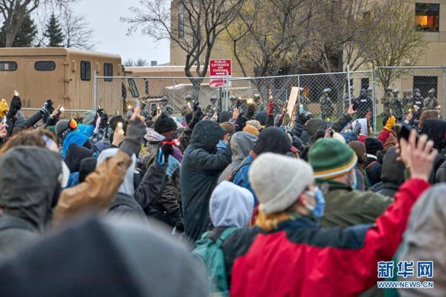 美国明尼苏达州警察执法致死事件引发持续抗议