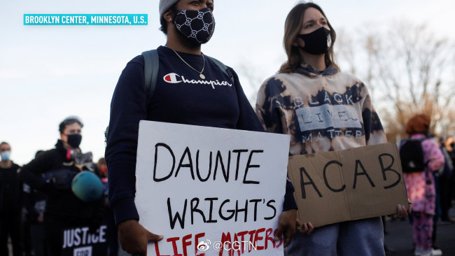 美国多地民众抗议警察暴力执法