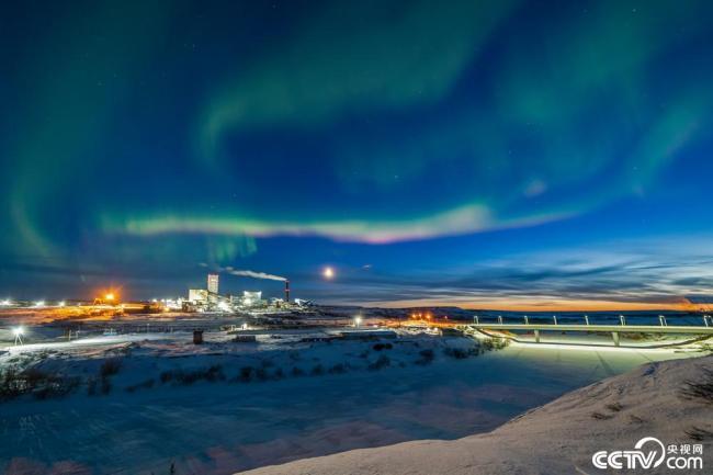 俄罗斯科米共和国上空出现美丽极光