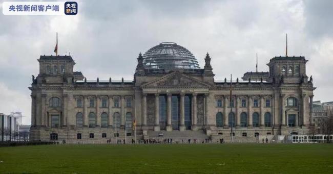 德国降半旗哀悼近8万名新冠逝者