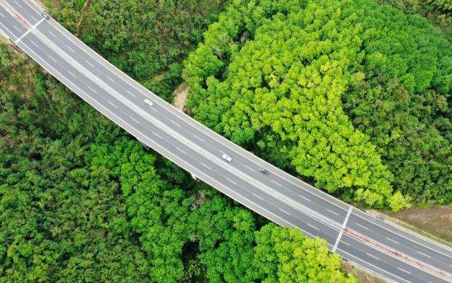 沿着高速看中国 | 在路上,领略中国经济风景