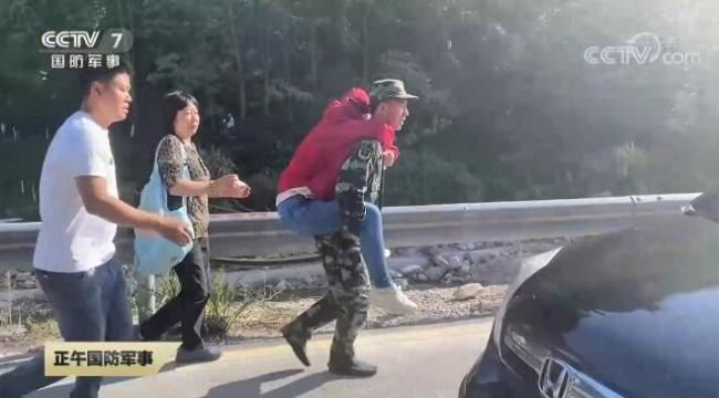 节日在战位 | 武警官兵坚守执勤一线 全力保障旅客安全出行