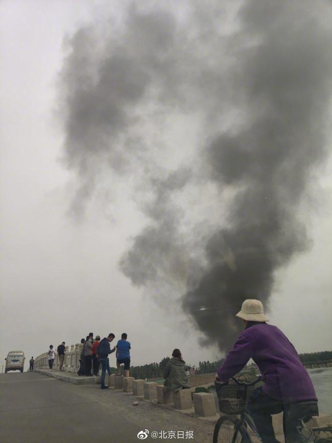 北京通州张家湾一村庄着火 目前明火已灭