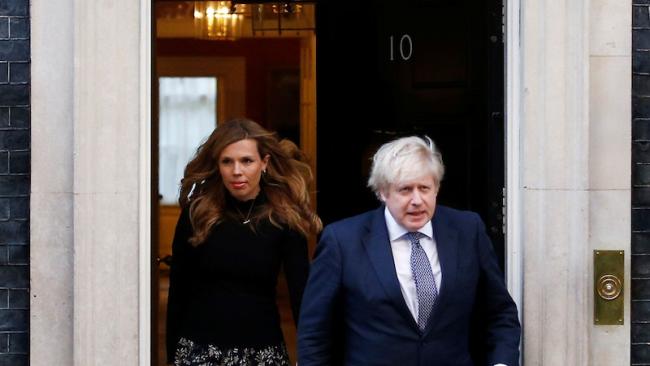 英国首相因私旅行正在接受议会专员的调查