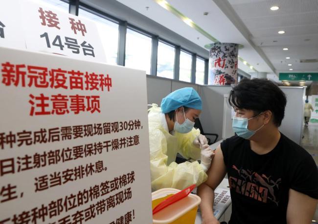 新华全媒+丨只需打一针!一剂次新冠疫苗在上海开打
