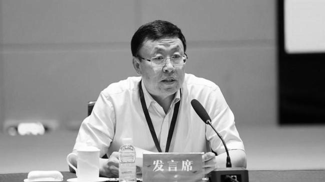 中华晚报   内蒙古一副厅长自杀、深圳赛格大厦晃动原因初步查明、被拖行牺牲辅警母亲想再坐一次儿子警车……