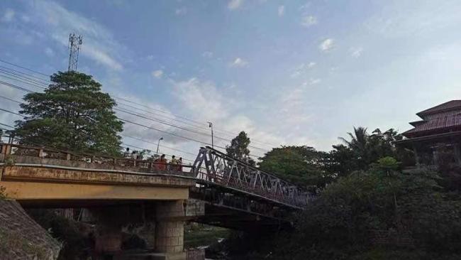 缅甸克钦邦瓦贡大桥被炸断