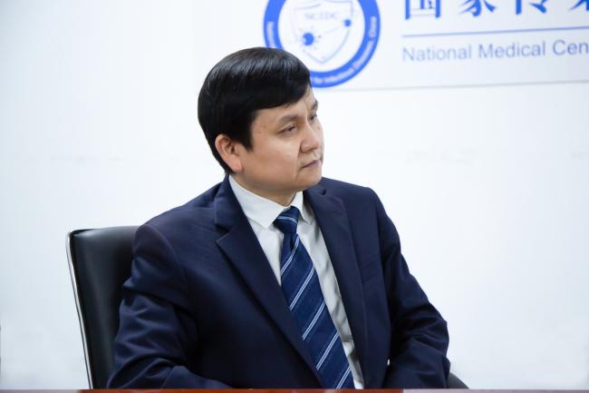 张文宏:抗击新冠是持久战,打疫苗去否则真要吃亏