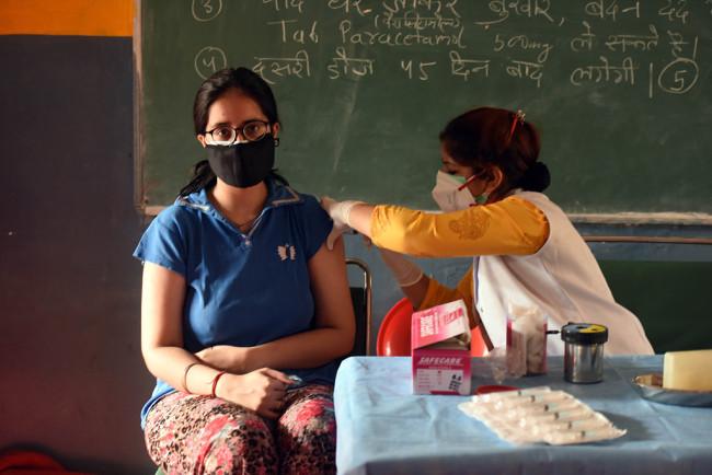 美国FDA拒绝批准印度一款新冠疫苗的紧急使用授权