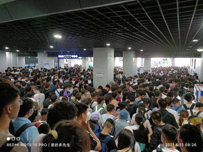 """泰山数千游客滞留大喊""""开门"""",景区致歉"""