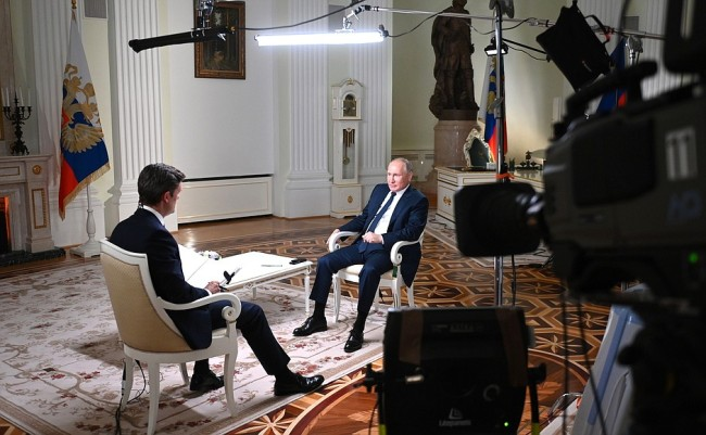 俄罗斯总统普京:俄方不排除同美方探讨军控问题
