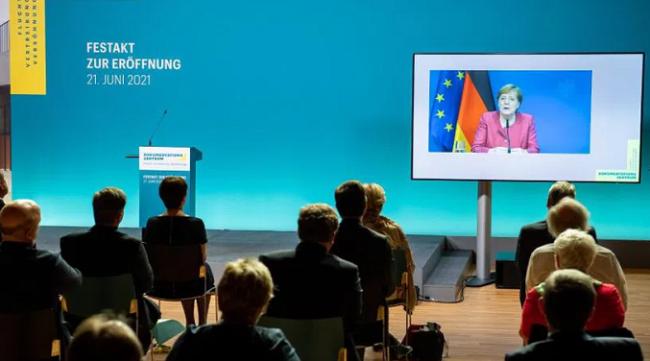 德国总理默克尔:没有德国纳粹就没有流离失所