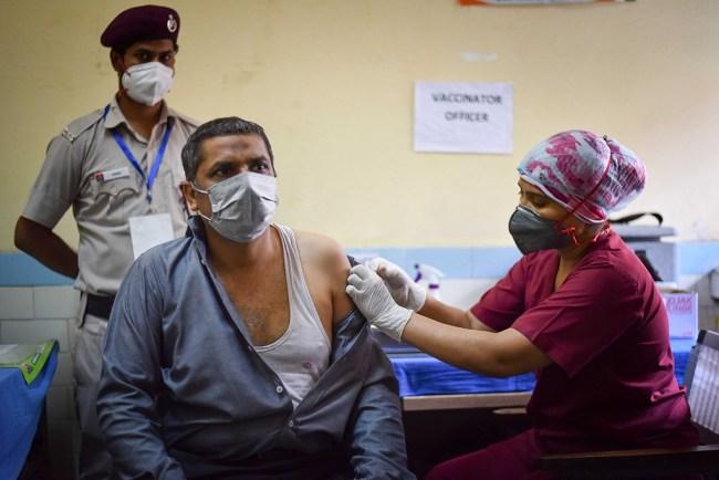 印度出现多个假新冠疫苗接种点数百人被打不明物质