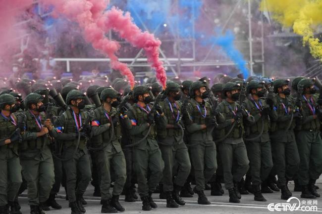 委内瑞拉举行阅兵仪式庆祝独立日