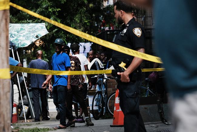 美国得州发生枪击案 已致1名警察死亡3人受伤