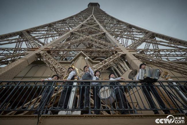 法国巴黎埃菲尔铁塔重新开放