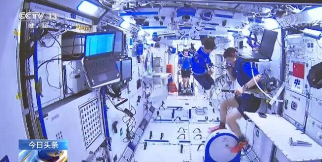 """工作、新闻、医生、健身、中医药……这些关键词透露出神舟十二号航天员乘组在轨""""满月""""生活"""