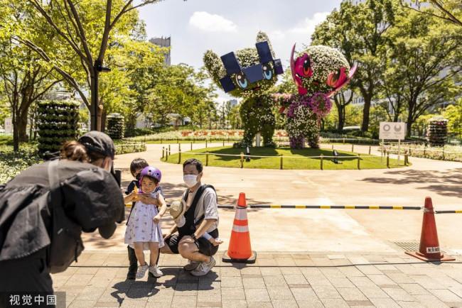 """奥运吉祥物植物成景观 东京市民前来""""打卡"""""""