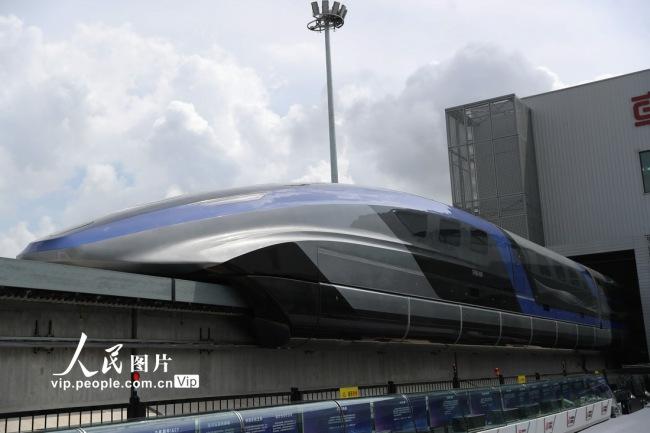 7月20日,我国时速600公里高速磁浮交通系统在青岛下线。
