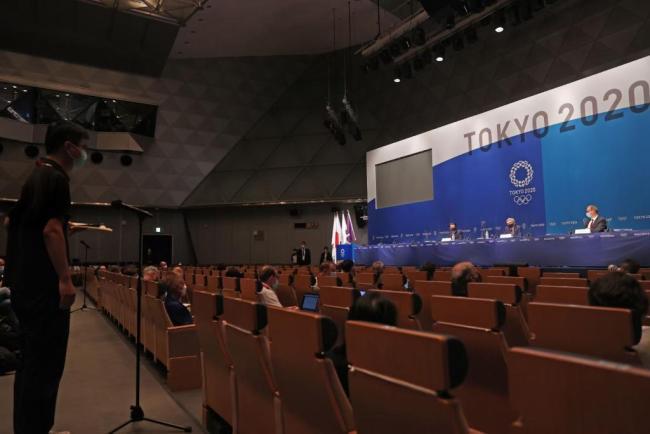 奥运再不开,国际奥委会主席巴赫要比闪电还瘦了