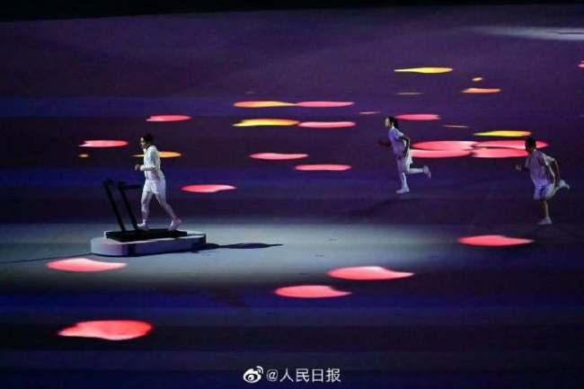 东京奥运会开幕式体现疫情元素