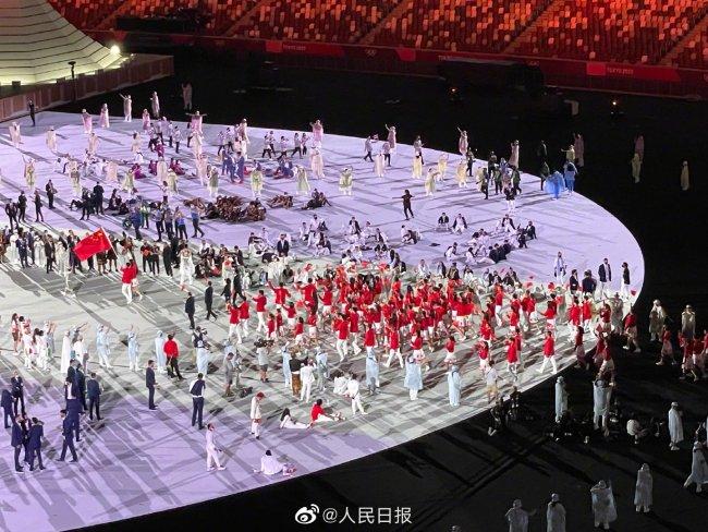 中国奥运代表团正式亮相 朱婷赵帅双旗手惊艳!