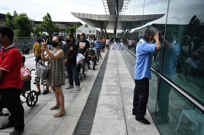 泰国一鸡肉加工厂超3000人确诊新冠已被暂时关闭