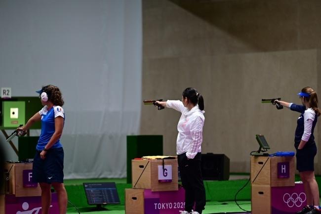 姜冉馨获射击女子10米气手枪铜牌