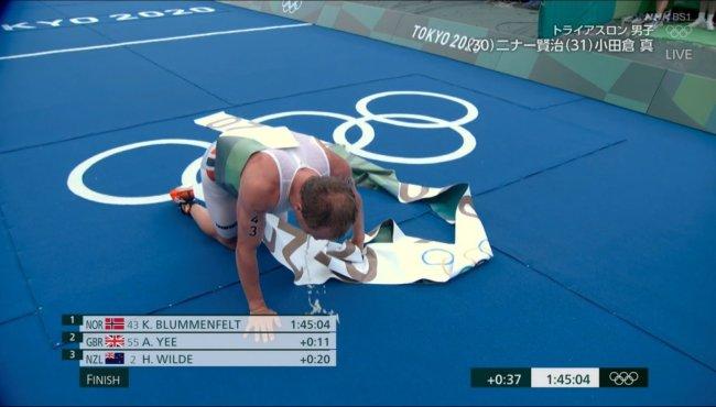 选手们赛后跪地呕吐 图自法新社和NHK