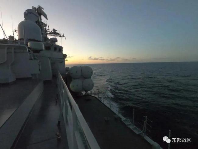 美舰过航台湾海峡当天,东部战区训练对海突击
