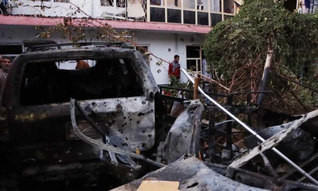 当地时间2021年8月29日,阿富汗喀布尔,喀布尔国际机场附近居民区疑似遭火箭弹袭击,但其后报道显示,这是美方无人机袭击疑似试图开展自杀式爆炸袭击的车辆。图/IC photo